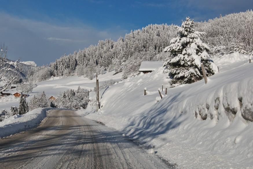 Route enneigee Manigod