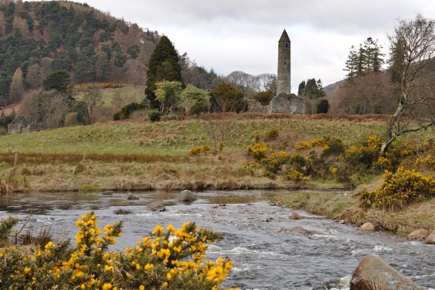 Vue sur site monastique de Glendalough
