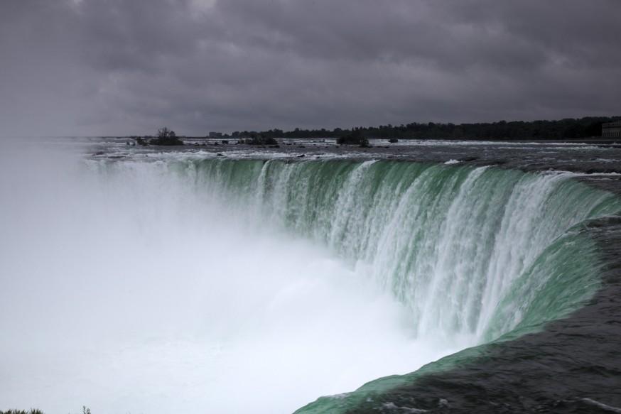 Chutes du Niagara sous la pluie