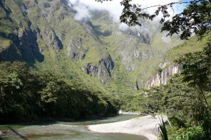 Rio Vilcanota inca jungle trail hidroelectrica agua calientes