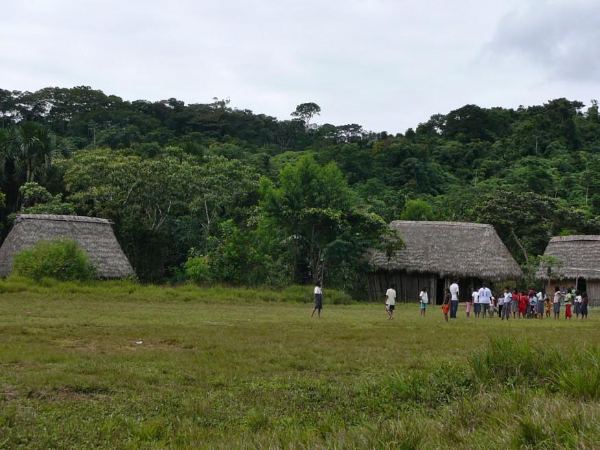 Comunidad nativa de Huacaria - Place du village