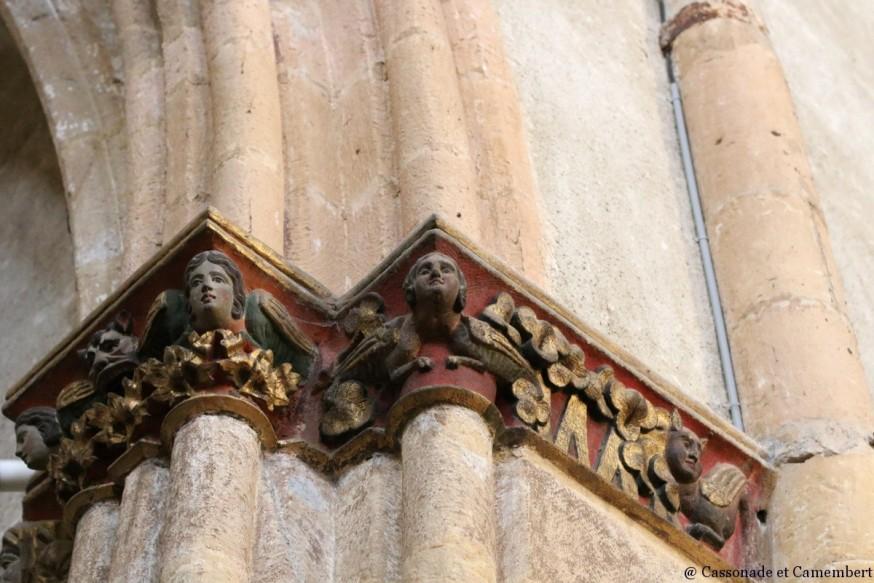 Chapiteaux arcs entrée abbatiale Saint Volusien foix ariege