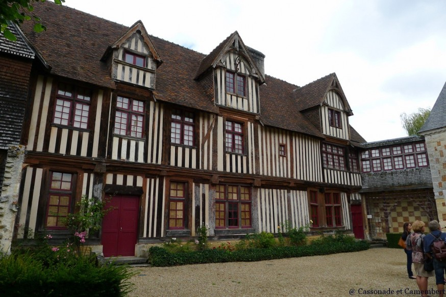 Colombages cour St Germain de Livet chateau pays d auge