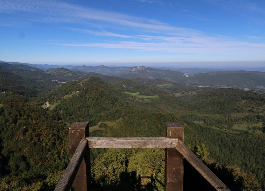 Vue sur les Pyrenees depuis chateau de Montsegur