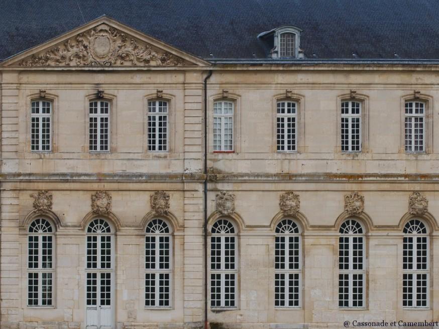 Facade classique abbaye du Bec-Hellouin