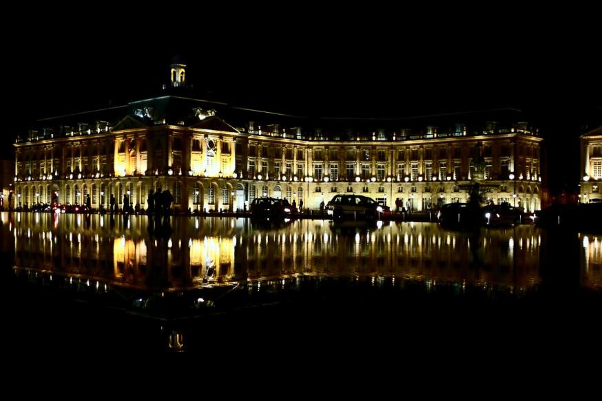 Miroir d eau Bordeaux de nuit