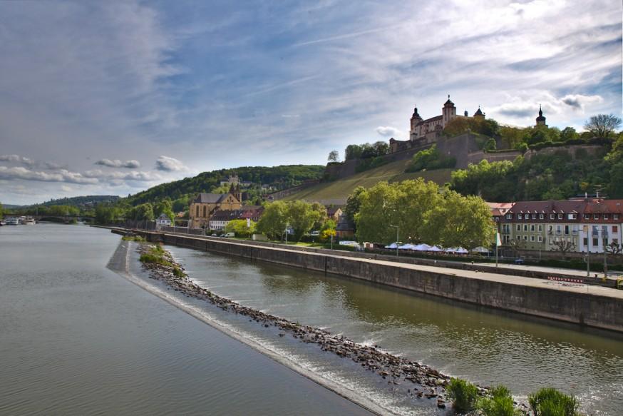 Vue du Main depuis le vieux pont - Würzburg