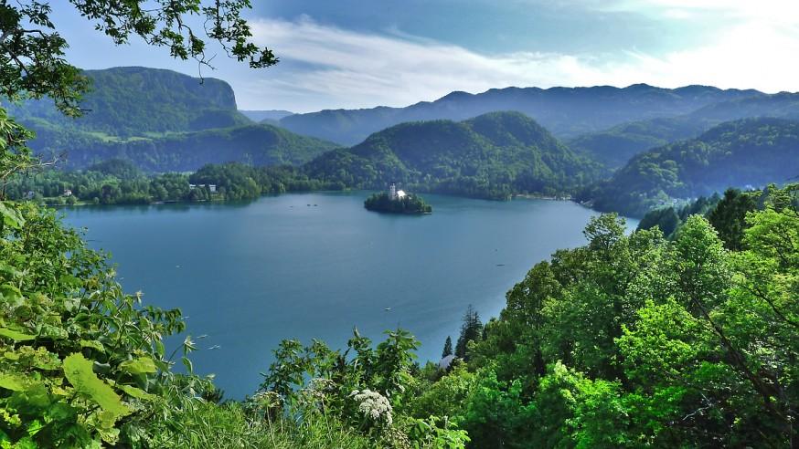 Vue sur le lac depuis le chateau de Bled