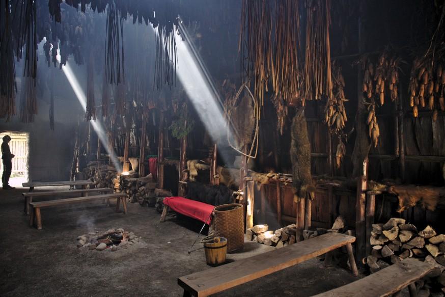 Dans une maison longue - Indiens Hurons - Ste-Marie-among-the-hurons - Midland