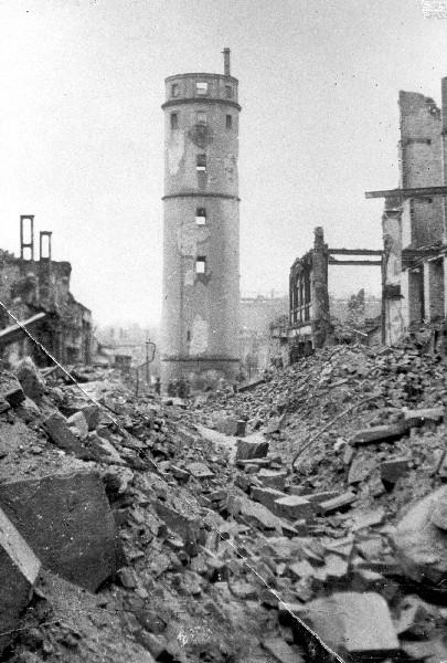 Décombres de Darmstadt après les bombardements - Source : p-stadtkultur.de