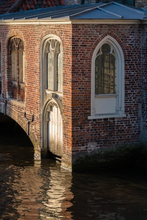 Bruges - Hopital St-Jean - Chapelle sur l'eau