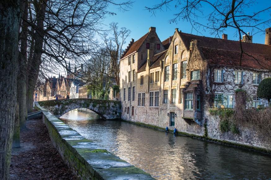 Bruges - Le long des canaux